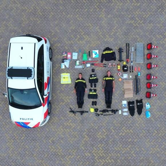 パトカーの中って何が入ってるの?オランダ警察がパトカーの中身を公開。開錠グッズからテディベアまで!