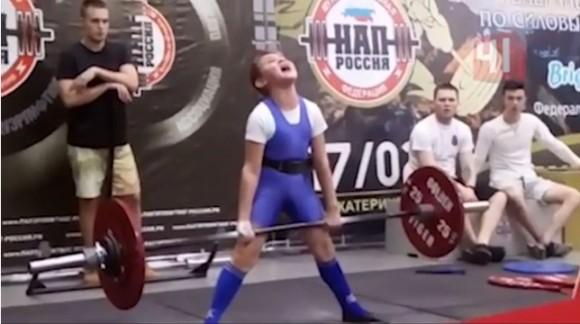 11歳で100kgのデッドリフトに成功したロシアの最強少年