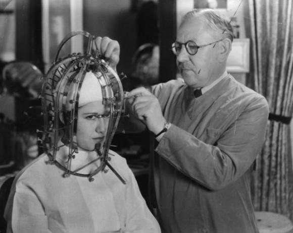1930年代に開発されたアメリカの美顔計測器が恐怖以外見当たらない