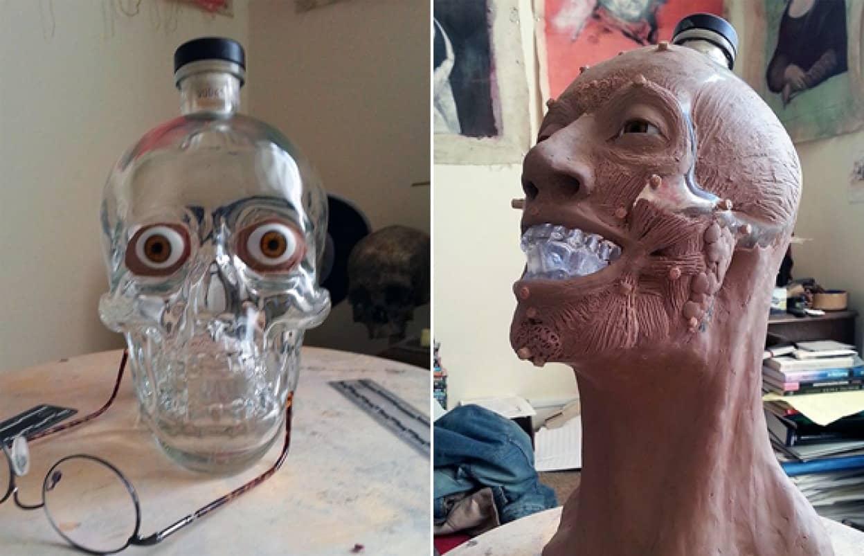 骸骨型のウォッカボトルから法医学専門家が顔を復元