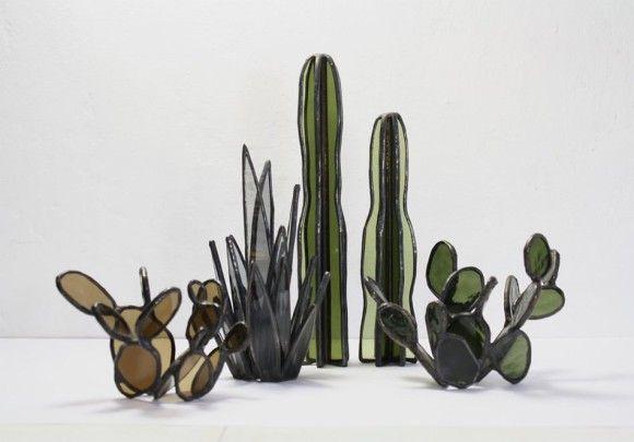 ステンドグラスの概念が変わる。多肉植物をステンドグラスで表現したアート作品