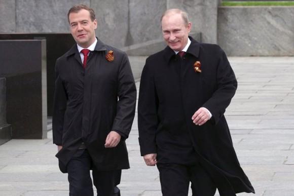 プーチン大統領とメドヴェージェフ首相