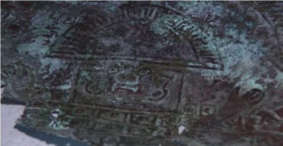 約1万年前の宇宙の金属から作られた仮面が発見される(アメリカ)