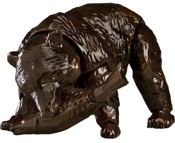 なぜこれを動かした...北海道みやげの定番「木彫りの熊」がまさかの可動式フィギュアとなって予約販売開始!