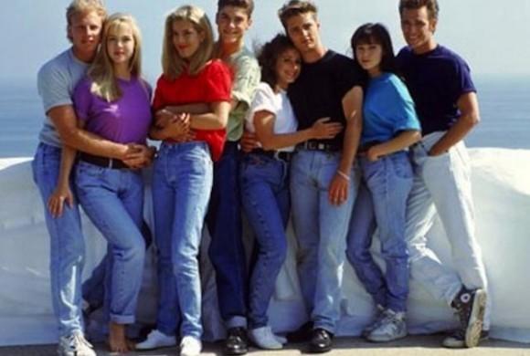 90年代の若者たちにとって、このころのジーンズスタイルは、ハイウェストで前がだぶついて、背中がきつく、あらゆる点でカッコ悪かった。90年代は、どういうわけかか