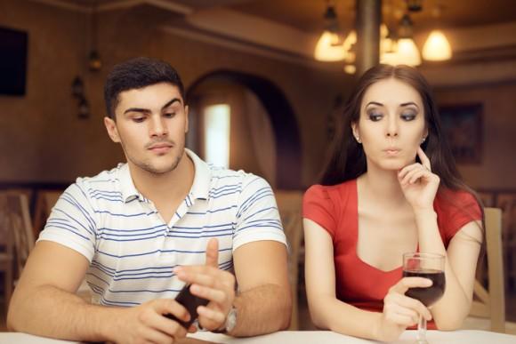不倫をする人は、仕事でも不正行為を行うことが多いという研究結果(米研究)