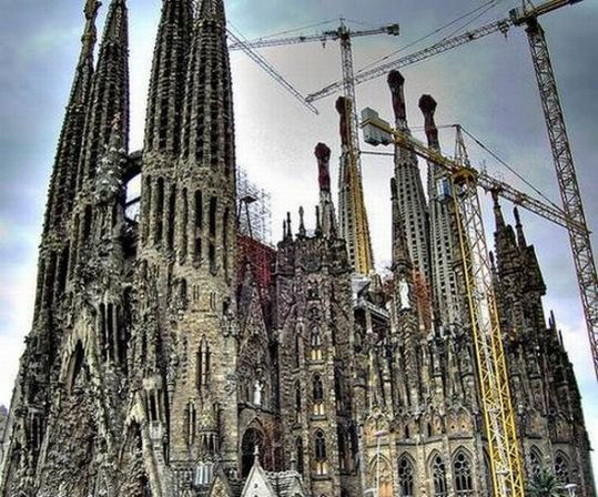 temple_expiatori_de_la_sagrada_familia_in_barcelona_02