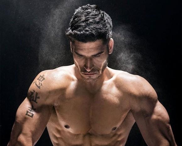 世界各国のアスリートたちが鍛え上げられた肉体美を披露。2018年チャリティーカレンダー