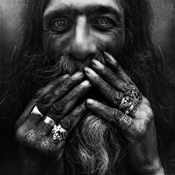 amazing_black_and_white_photos_of_the_homeless_640_25
