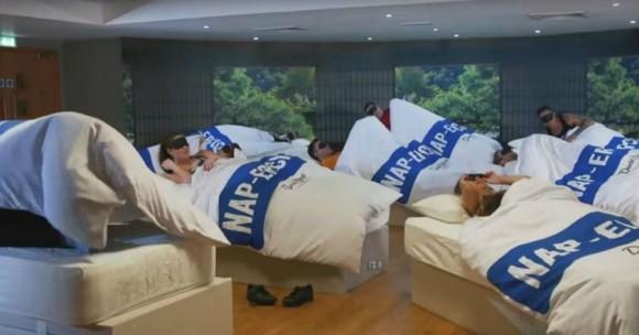 う~ん、まずは睡眠だ。イギリスのジムがマジで寝るだけの「昼寝エクササイズ」をスタート