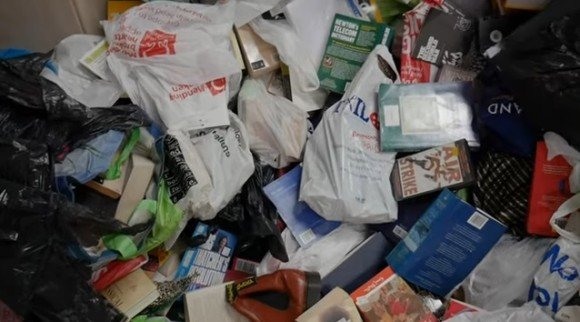 ただのゴミ屋敷ではなかった!亡くなった男性が20年間収集し続けた物品の価値は5億4千万円以上(イギリス)