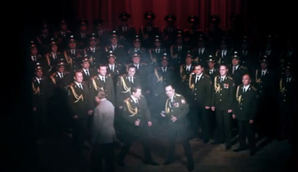 ロシア警察官が英語で完全カバーしたダフト・パンクの「ゲット・ラッキー」が秀逸。心と体が揺さぶられるよ。