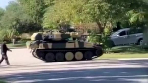 住宅街に突如戦車が現れる事案