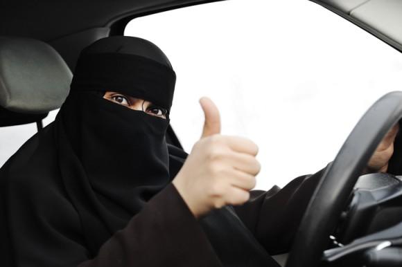 サウジアラビアで女性の運転がついに解禁!2018年6月までにウーメンドライブGO!