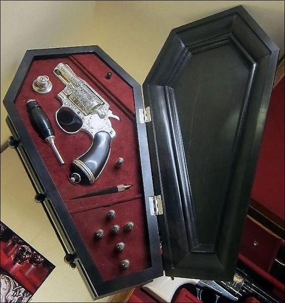 real_vintage_vampire_killing_kits_640_32_e0