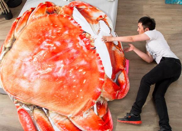 カニ食べたい?むしろ食べられちゃいたいくらいにカニが好き?ならば巨大カニの掛布団とかどうだろう?