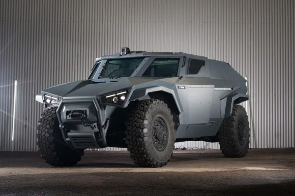 圧倒的加速力と横移動のカニ走りで地雷をかわすことが可能となったボルボの新型軍用車