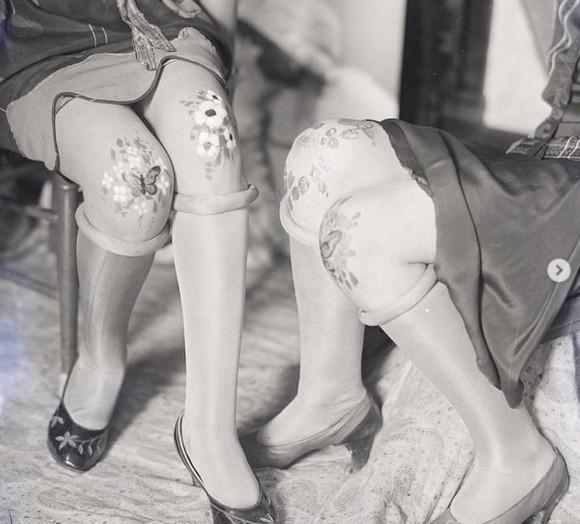 1920年代のファッショントレンド「膝小僧アート」