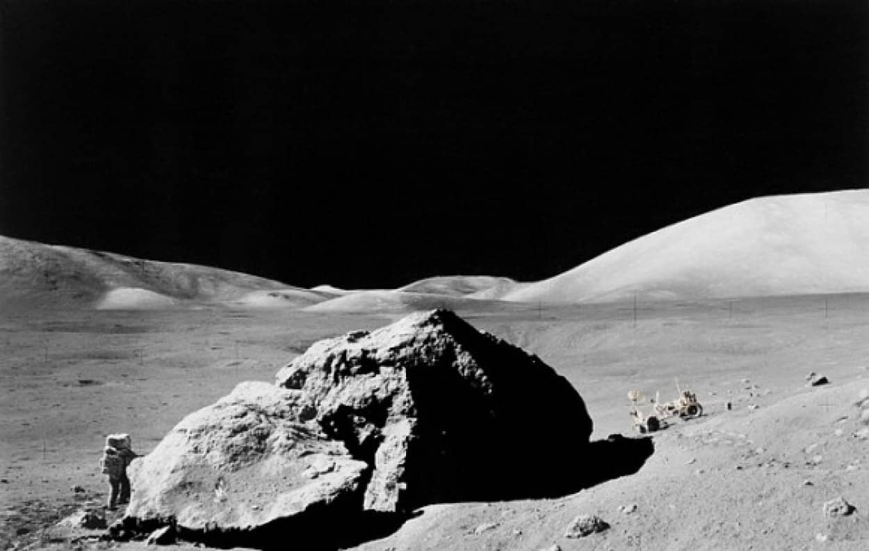 lunar-surface-11088_640_e