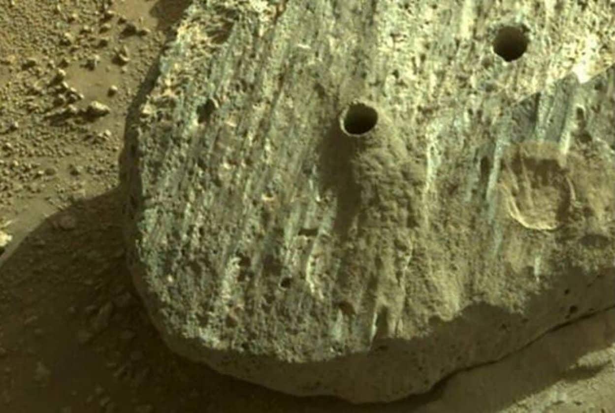 火星の岩石サンプルを初の採取、水に長時間晒されていたことが明らかに