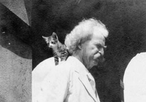 「トム・ソーヤーの冒険」の著者、マーク・トウェインは誰よりも猫を愛した。トウェインと彼の愛した猫たちの写真