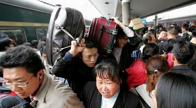 crowded_train_stations_in_china_16