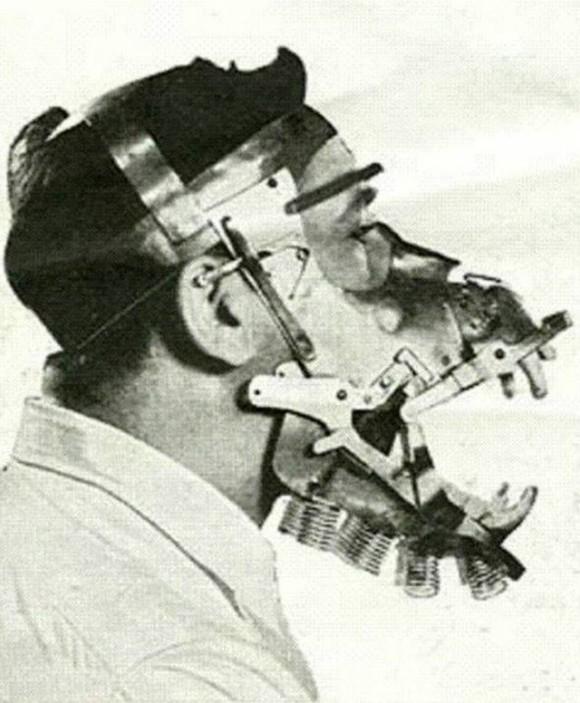 アナログな時代の苦労がわかる。1933年映画「キングコング」の中の人の構造がわかる貴重な資料