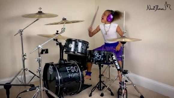 10歳の天才ドラマー少女が夢のドラム対決