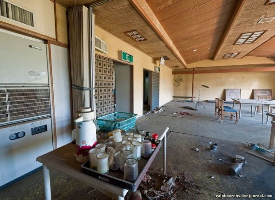 an_abandoned_hotel_in_japan_640_21