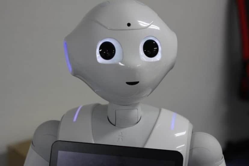 robot-1695653_640_e