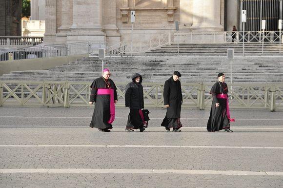 priests_pixabay