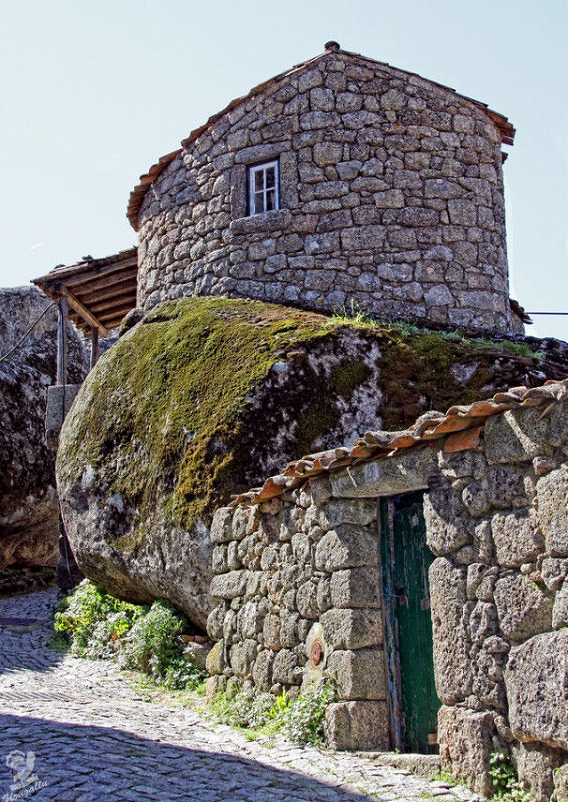 a_beautiful_village_on_the_rocks_640_high_02