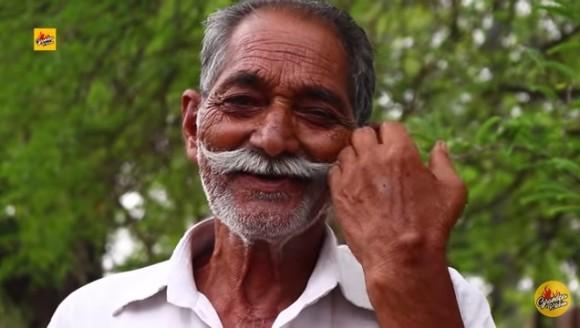 孤児のために巨大料理を作り続けた73歳のユーチューバーが死去、収益は全て慈善団体に寄付していた(インド)