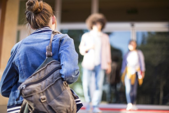 高校の始業時間を1時間遅らせたら生徒の成績の向上。睡眠時間が長くなり出席率も上がる結果に(アメリカ)
