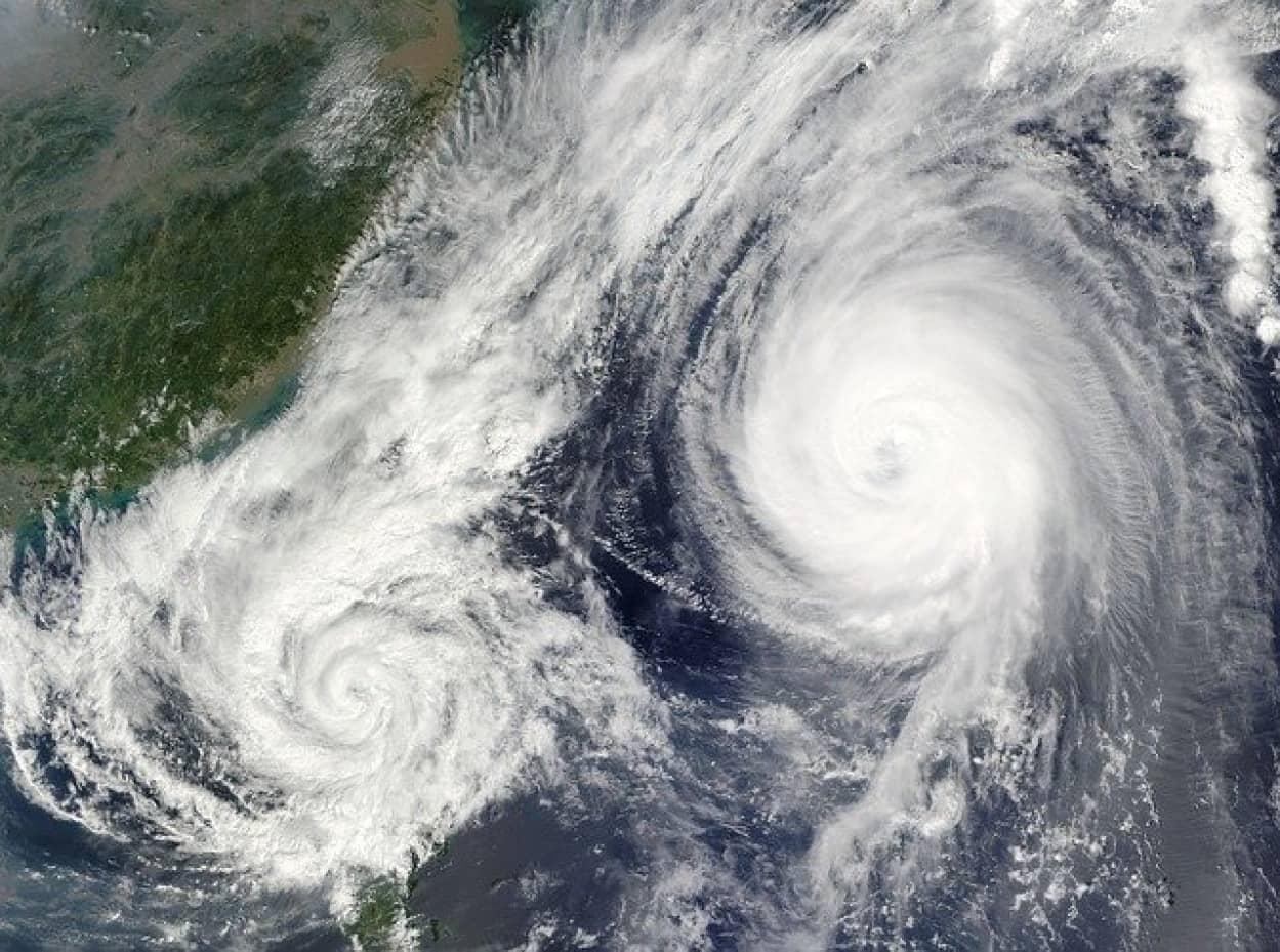 台風が大型化する前に泡のカーテンで冷却して沈静化させる新技術が登場