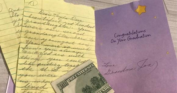 ネット上は感動の嵐。14年前に亡くなったおばあちゃんからのおくりものが届く。そこには愛情とやさしさがたっぷりと詰まっていた(アメリカ)