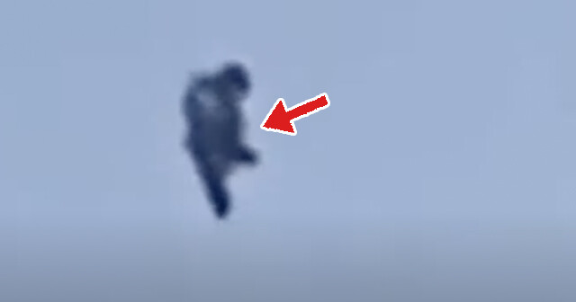 カナダの空に現れた謎のフライング・ヒューマノイド、その正体が明らかに!