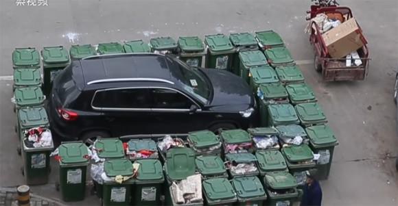 迷惑駐車に鉄拳を!車に戻ってびっくり、全方向包囲網