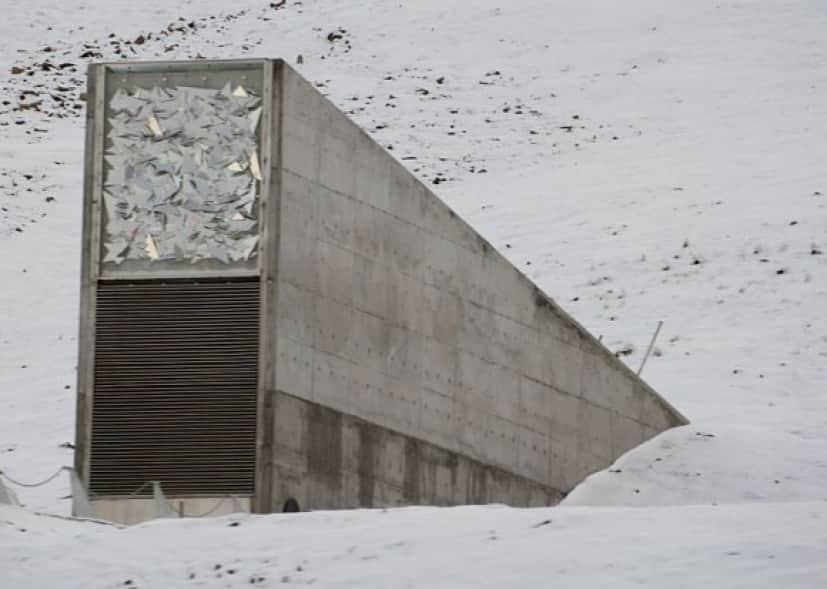 800px-Svalbard_seed_vault_IMG_8894_e
