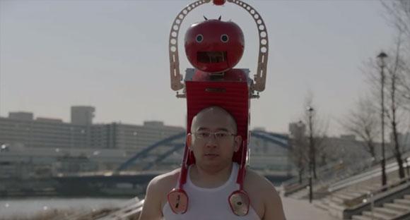 カゴメ、明和電機との共同開発により走りりながらトマトを食べることができるウェアラブルマシーンの開発に成功