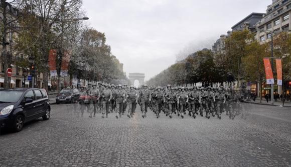 第二次世界大戦中の兵士たちが今の時代によみがえる。古い写真と今の風景をつなげ合わせた「歴史の亡霊」写真シリーズ