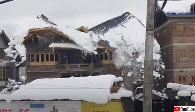 大雪で屋根が崩壊