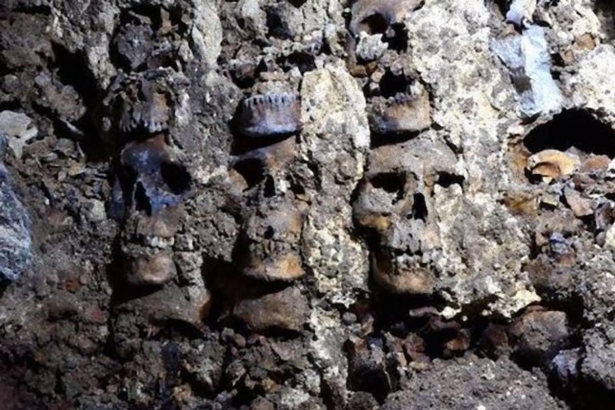 頭蓋骨の塔「フエイ・ツォンパントリ」