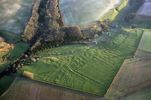 ゾンビを恐れて。中世、イングランドの村で遺体を焼き、バラバラに切断した痕跡が発見される(英研究)
