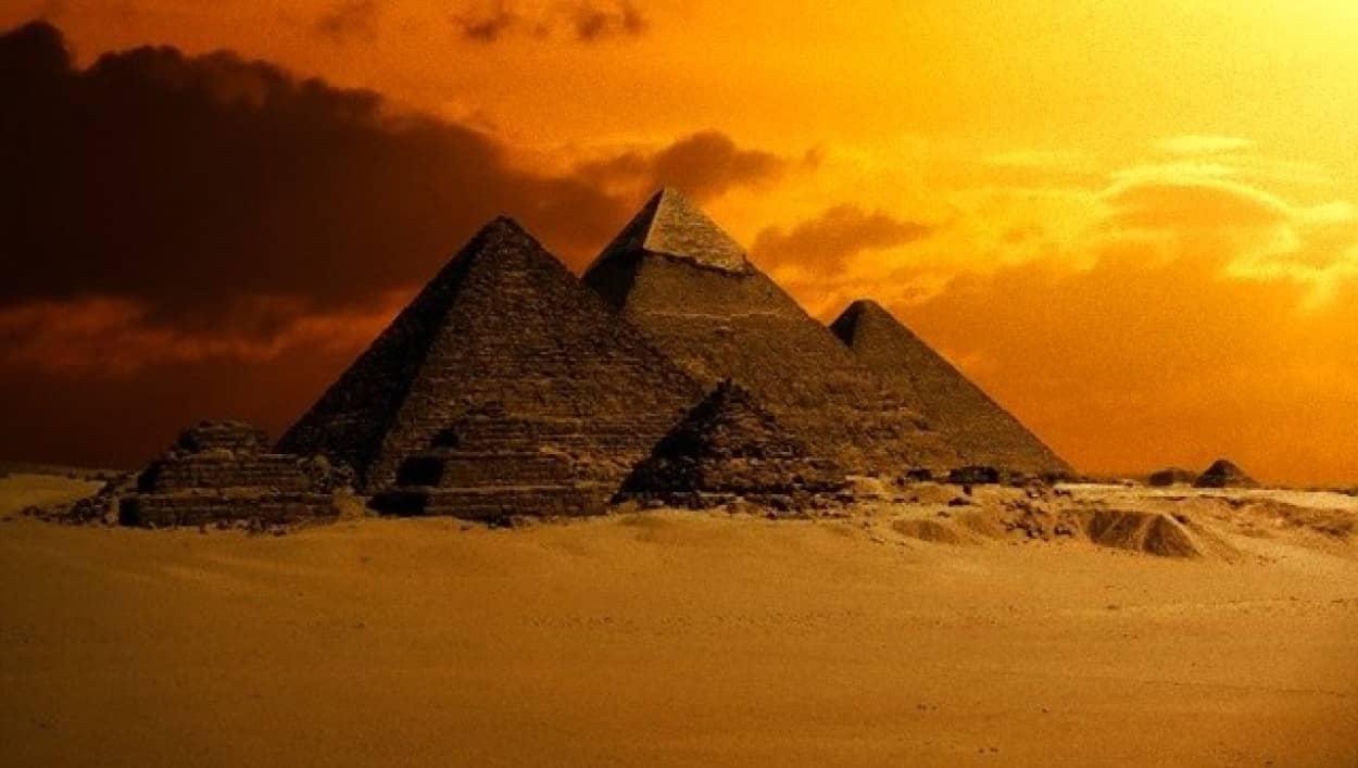 エジプトのピラミッドミステリー