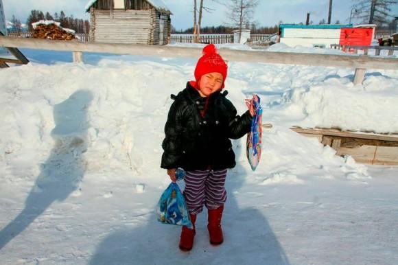 おばあちゃんが冷たくて動かない。おばあちゃんを救うためマイナス24度の中、3時間も歩き続けた4歳の少女(ロシア)