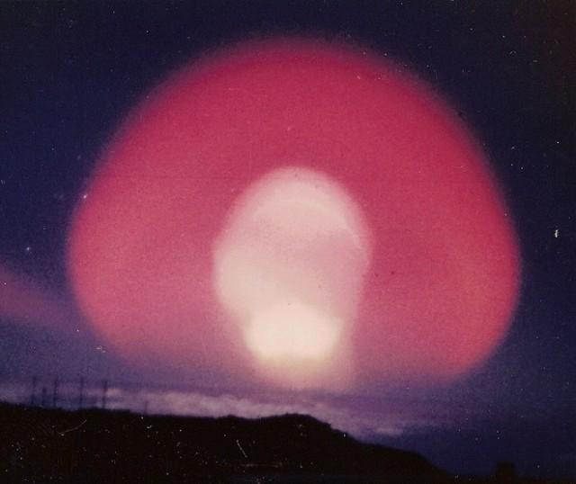 高高度核爆発