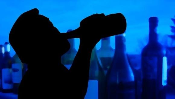 お酒が止められない理由。飲酒の記憶が脳にこびりつき、関連するものを見ると誘発される(オランダ研究)