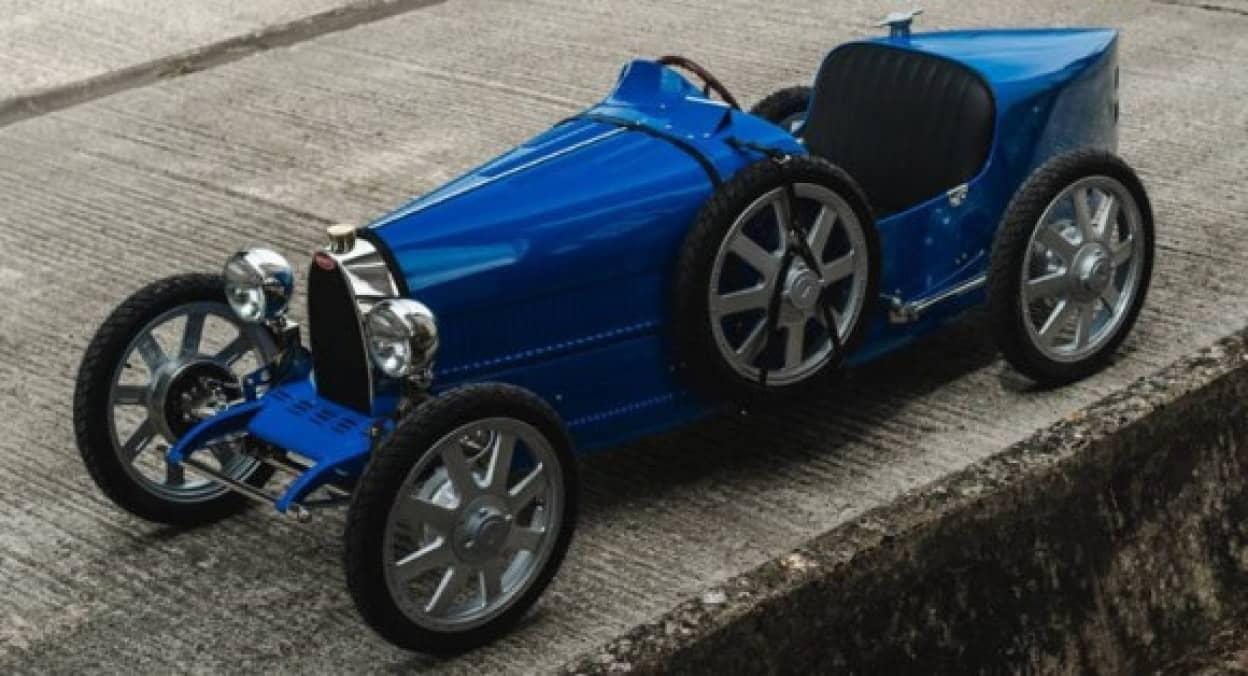 ブガッティの子供用電動自動車