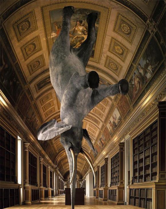 不可能を可能にする。重力に逆らっているかのように見える驚きの彫刻の数々
